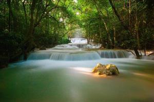 la cascata huai mae khamin foto