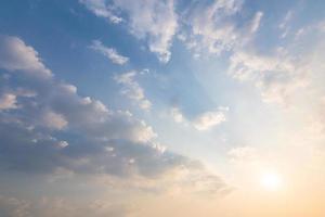 sfondo del cielo e nuvole al tramonto
