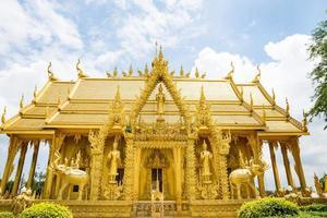il tempio d'oro di wat paknam jolo, thailandia