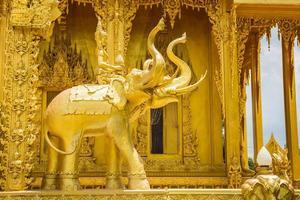 statua al tempio d'oro di wat paknam jolo