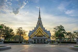 il tempio wat sothon wararam worawihan in thailandia