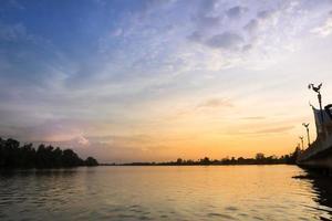 tramonto al fiume