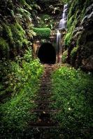 cascata su un tunnel foto