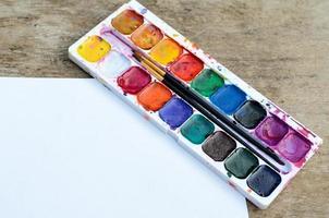 scatola di pittura ad acquerello usata foto