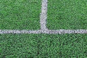 primo piano del campo in erba artificiale