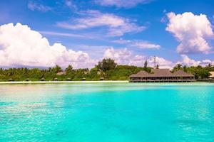 maldive, asia meridionale, 2020 - resort su una spiaggia durante il giorno foto