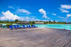 maldive, asia meridionale, 2020 - resort su un'isola deserta durante il giorno
