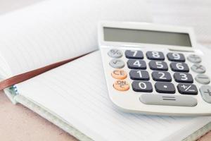calcolatrice su un notebook foto