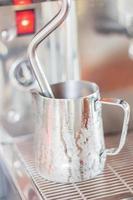 caraffa del latte in metallo