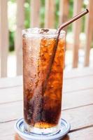bicchiere di cola ghiacciata foto