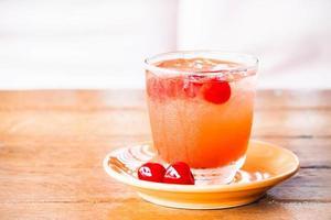 soda ghiacciata con ciliegie