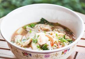 primo piano di zuppa di noodle