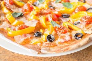 primo piano di pizza