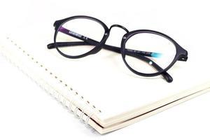 bicchieri isolati su uno sfondo bianco foto