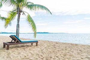 sfondo di sedia a sdraio isola paradiso