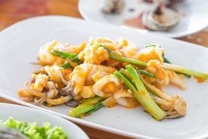 calamari saltati in padella con uova salate