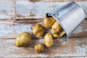 patate in un cesto foto