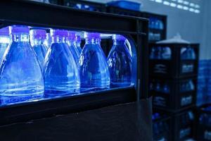 bottiglie di acqua potabile foto