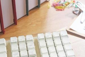 spazio di lavoro con attrezzature per ufficio