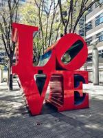 tokyo, giappone, 2020 - ama le opere d'arte in città