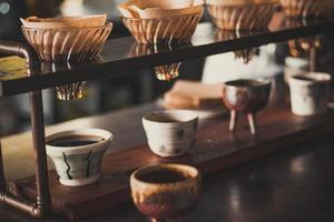 primo piano di versare sul caffè