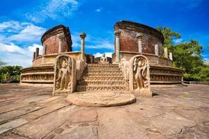 antiche rovine di watadagaya a polonnaruwa, sri lanka