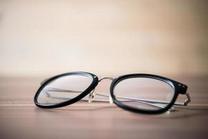 primo piano di occhiali neri foto