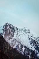 immagine a lunga distanza di una catena montuosa
