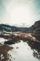 una valle nel lago di covadonga durante l'inverno