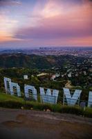 dietro il segno di Hollywood