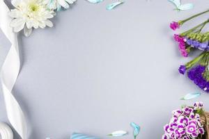 cornice floreale e nastro foto