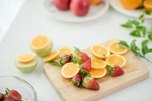 una varietà di frutta fresca foto