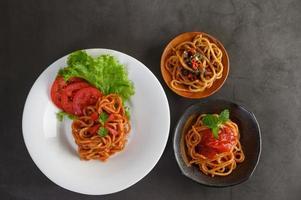 pasta italiana con salsa foto