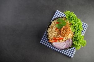 tagliatelle fatte in casa in stile tailandese