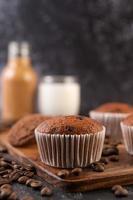 muffin alla banana appena sfornati foto