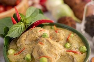 pollo al curry verde