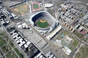 new york city, ny, 2020 - veduta aerea dello stadio yankee foto