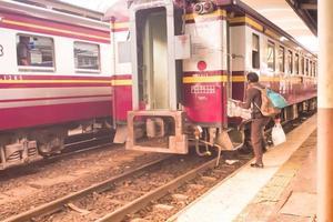 bangkok, cina, 2020 - una stazione ferroviaria a bangkok