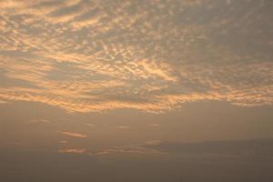cielo e nuvole al tramonto