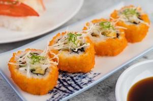 sushi fresco placcato foto