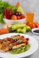 carne barbecue con pomodori e peperoni
