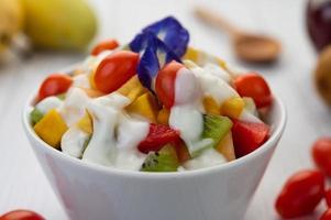 frutta fresca e yogurt