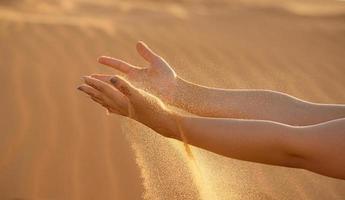 braccia e sabbia