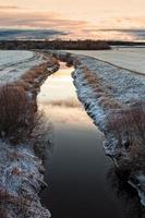 piccolo fiume al tramonto