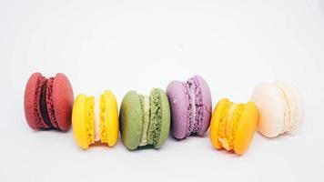 macarons su uno sfondo bianco foto