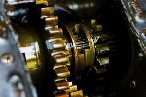 primo piano di ingranaggi del motore