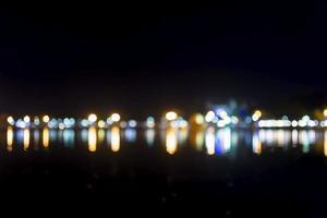 fuori fuoco le luci della città foto