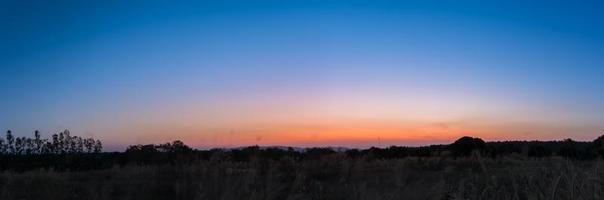 paesaggio all'alba