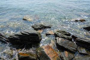 rocce nel mare