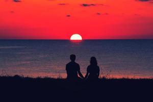 gli innamorati in spiaggia foto